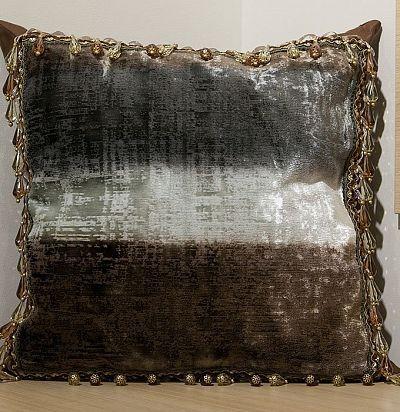бархатная подушка в полоску F1777/3 Designers Guild