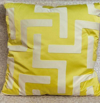 декоративная подушка с геометрией Maze ZimmerRohde