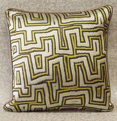 декоративная подушка из шелка с вышивкой Caleido ZimmerRohde