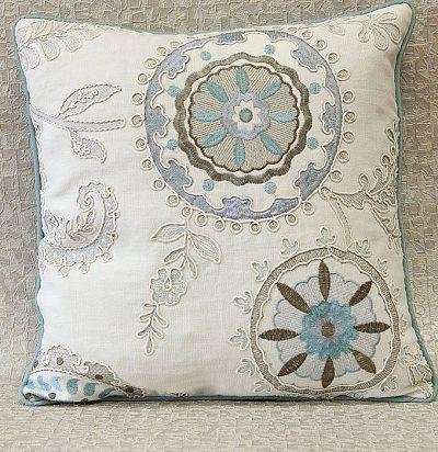 декоративная подушка из льна с вышивкой Edenberry ZimmerRohde