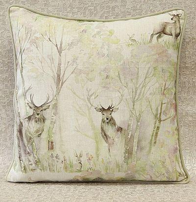 подушка декоративная с печатным рисунком Enchanted Forest Linen Voyage Decoration