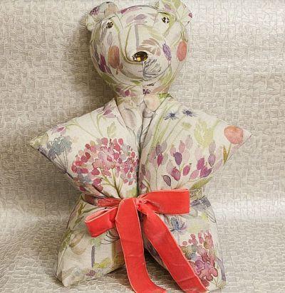 Подушка-медведь с принтом цветы Voyage country Voyage Decoration