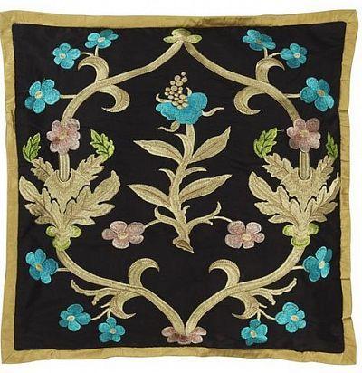 декоративная подушка темного оттенка с вышивкой CCRC0016 The Royal Collection